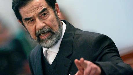 Saddam Hussein, expresidente de Irak, ante la corte que le juzgó en Bagdad, Irak, el 14 de febrero de 2006.
