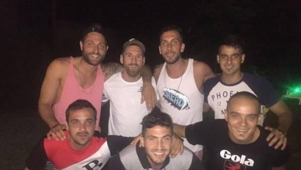Lionel Messi, junto a sus amigos, en Rosario.