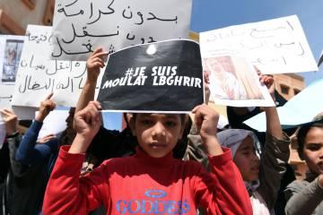 Manifestantes marroquíes protestan tras la muerte de Fatiha.