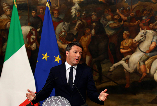 Matteo Renzi se dirige a la prensa en el Palacio Chigi de Roma.