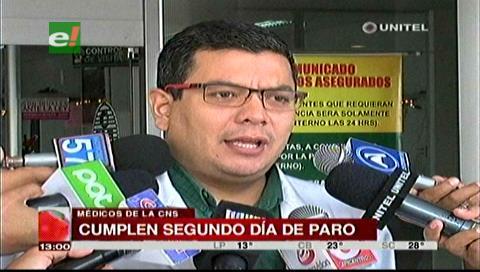 CNS: Médicos cumplen segundo día de paro, trabajadores anuncian medidas contra galenos