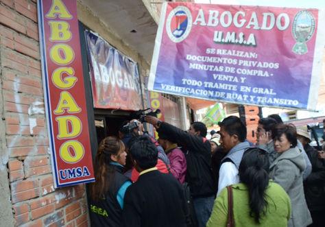 El operativo en oficinas de oabogados en la feria de la 16 de Julio en El Alto.