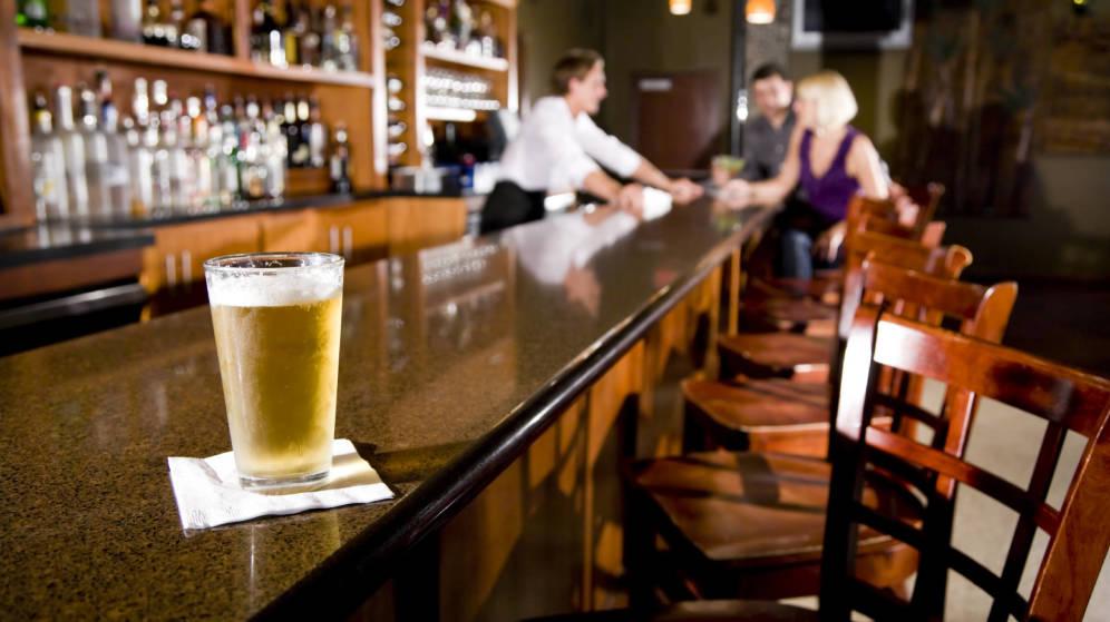 Foto: La cerveza es una buena opción para evitar lo peor de la resaca. (iStock)