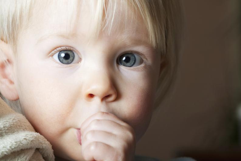trucos para que tu hijo se deje de chupar el dedo pulgar