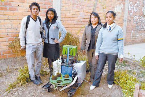 Los alumnos muestran sus trabajos: el plantador de arbolitos y Wall-E fueron una sensación en el concurso nacional de tecnología.