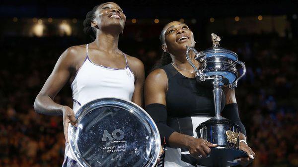 Las hermanas Williams con los trofeos (Reuters)