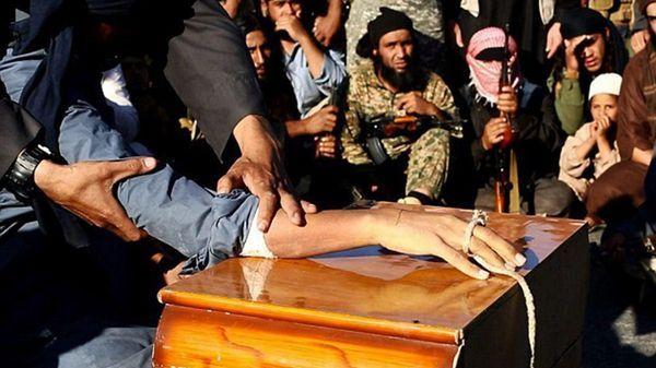 Los terroristas de ISIS les amputaron a las manos a dos niños