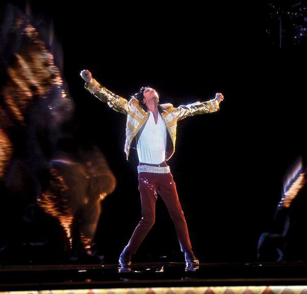 """En """"Michael Jackson: One"""", el espectáculo de Cirque du Soleil en Las Vegas, se ve esteholograma del artista."""