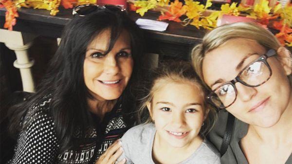 La madre de la estrella pop con su hija y nieta