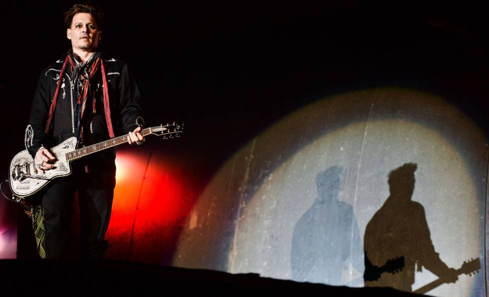 El actor Johnny Depp, durante una actuación con su grupo Hollywood Vampires.