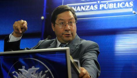 El ministro de Economía Luis Arce Catacora en la conferencia de prensa. Foto:Archivo