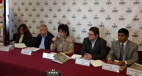 Autoridades del TSE en la conferencia de prensa ofrecida para el referéndum por normas autonómicas.