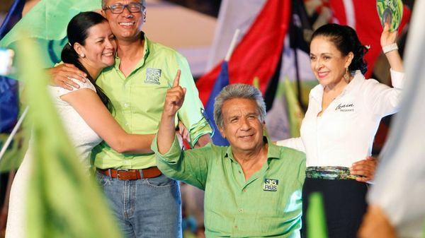 Moreno se presenta como un abanderado de las causas sociales. Fue vicepresidente del mandatario Rafael Correa entre 2007 y 2013