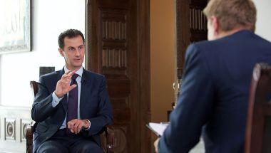 El presidente sirio Bashar al-Assad —en esta imagen durante una entrevista con el canal TV2 de Dinamarca en octubre de 2016— dijo estar de acuerdo con las políticas del presidente Donald Trump sobre inmigración para frenar el terrorismo. (Crédito: /AFP/Getty Images)