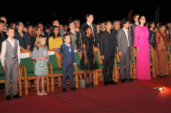 jolie seis hijos camboya