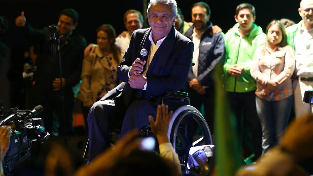 Foto: Lenín Moreno hace una pausa durante las celebraciones por su victoria en la primera ronda electoral, ayer en Quito (Reuters)