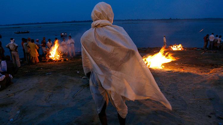 Un joven 'resucita' durante su propio funeral en la India