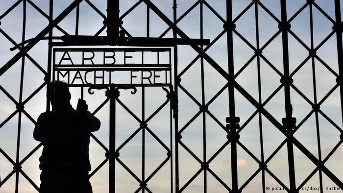 Deutschland Gestohlenes Lagertor kommt zurück nach Dachau (picture-alliance/dpa/P. Kneffel)
