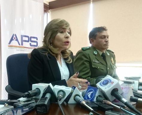 La directora ejecutiva de la Autoridad de Fiscalización y Control de Pensiones y Seguros (APS), Patricia Miraba, y el responsable de Tránsito