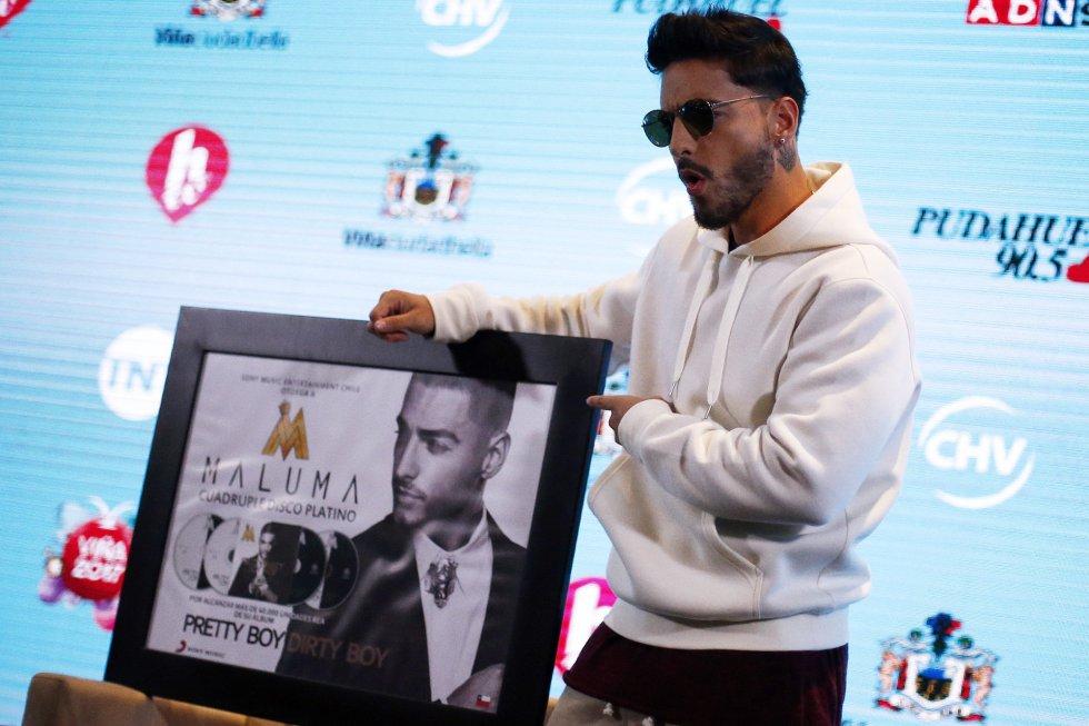 El cantante colombiano Maluma recibió su cuádruple disco de platino durante una rueda de prensa el 23 de febrero de 2017, antes de su actuación en la 58º versión del Festival internacional de la canción de Viña del Mar, en la localidad del mismo nombre (Chile).