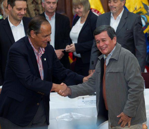 El ELN y el gobierno de Colombia comenzaron los diálogos de paz en Quito, Ecuador