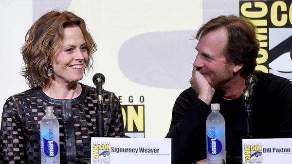 """Junto a Sigourney Weaver en julio de 2016, en el 30º aniversario del estreno de """"Aliens"""""""