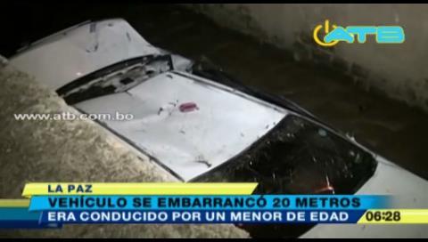 La Paz: Vehículo conducido por un menor se embarrancó más de 20 metros