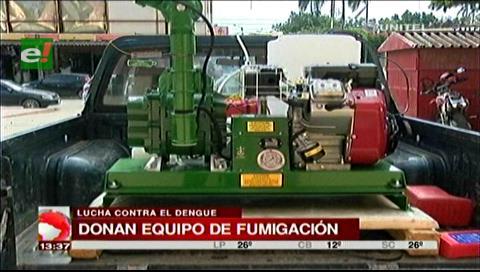 Ministra Campero entrega equipo de fumigación para control del mosquito