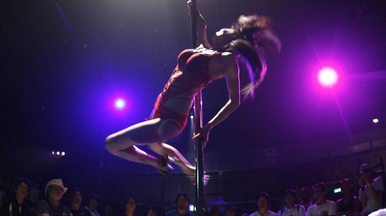 Foto: Una bailarina actúa durante la Chopper Night de 2008. (Reuters/Yuriko Nakao)