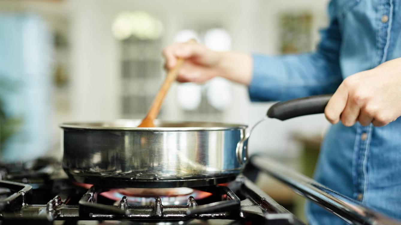 Foto: Fogones, sartén y aceite: tres riesgos. (iStock)