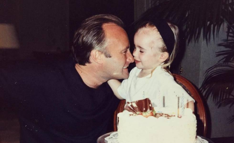 Phil y Lili Collins en una imagen con la que la actriz felicitó el cumpleaños a su padre hace cinco semanas a través de la redes sociales.