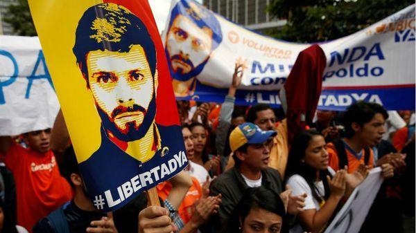 Los venezolanos exigen la liberación de los presos políticos(Reuters)