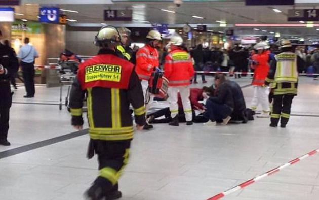 ataque-terrorista-hacha-trenes-10