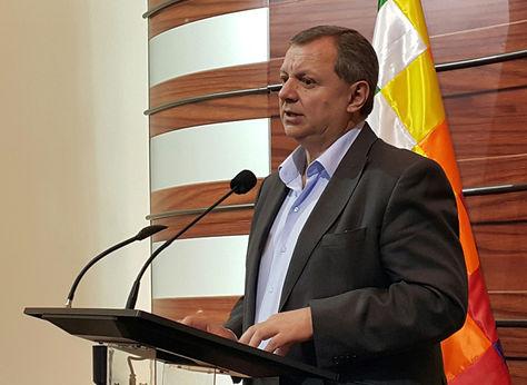 El presidente de la Cámara de Senadore, Alberto Gonzales, en conferencia de prensa. Foto: La Razón