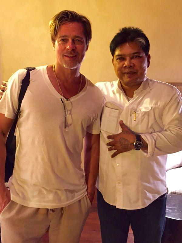Brad Pitt se tatuó un símbolo budista al costado de su estómago (Grosby Group)