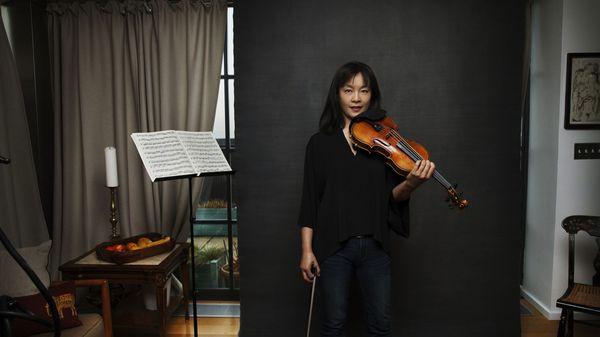 Mira Wang con el Stradivarius de su maestro, Roman Totenberg (The Washington Post)