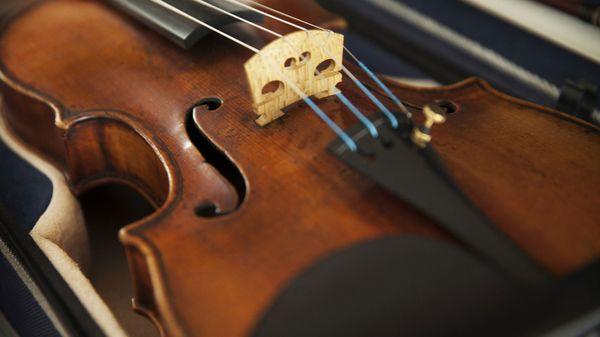 El Ames Stradivarius robado en 1980 y recuperado por el FBI 25 años después en una tienda de remates de California (The Washington Post)