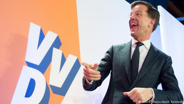 Niederlande Wahlen Mark Rutte in Den Haag (picture-alliance/dpa/D. Reinhardt)
