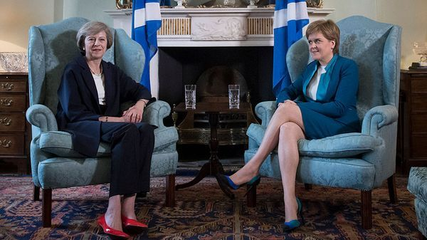 Theresa May junto a Nicola Sturgeon (Getty Images)