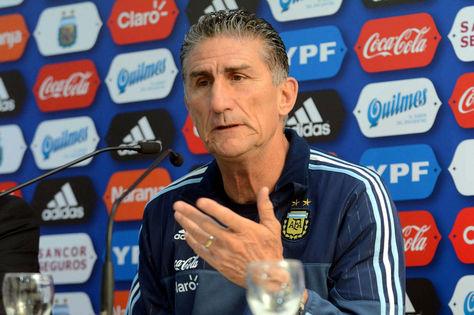 El seleccionador argentino Edgardo Bauza en una conferencia de prensa. Foto: Los Andes