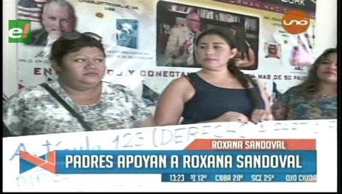 Madres de familia brindan su apoyo a Roxana Sandoval
