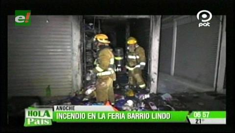 Incendio consume una tienda en la feria Barrio Lindo