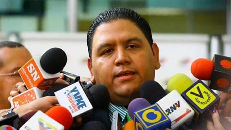 Luis Emilio Rondón, es el único de los cinco miembros del CNE no afín al chavismo