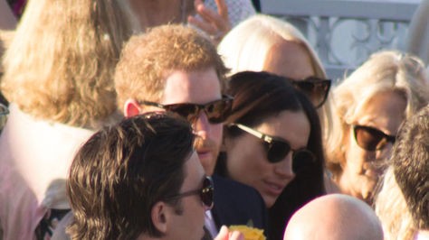 El príncipe Enrique y la actriz Meghan Markle en su primera aparición en público.