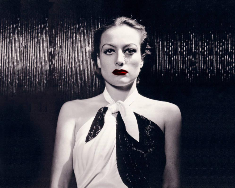 Foto: Joan Crawford en una foto de su época en la MGM. (Fotomontaje de Vanitatis)