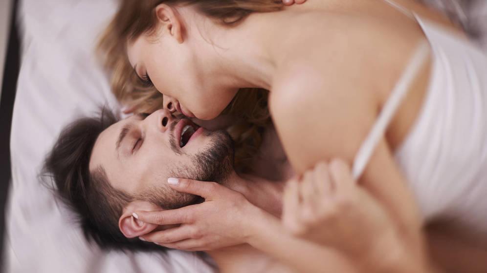 Foto: Esta postura que facilita mucho la intimidad. (iStock)