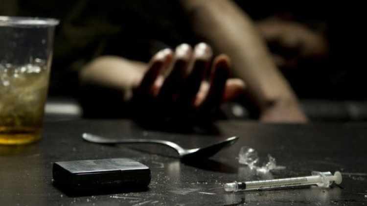 La heroína y otros opiáceos pueden causar depresión respiratoria y muerte porsobredosis inadvertidas.