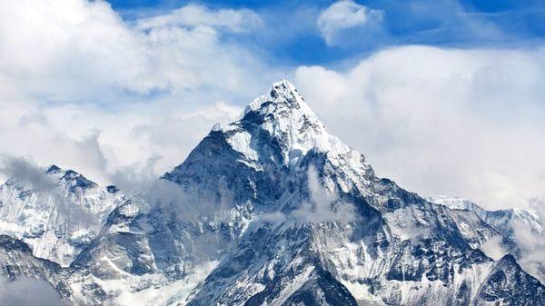 El monte Everest es la cima del mundo, con 8.848 metros de altura (istock)
