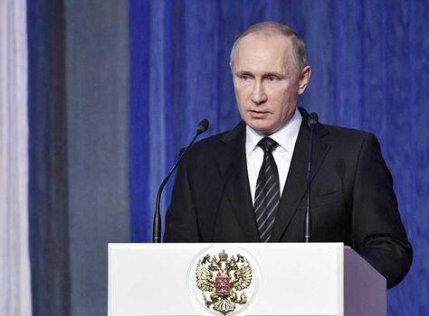 El presidente ruso, Vladímir Putin, ofrece su discurso en la recepción que conmemora el Día de los Trabajadores del Servicio de Seguridad en el Palacio del Kremlin, Moscú, Rusia.