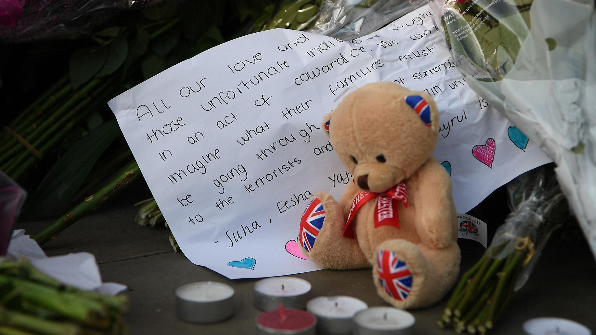 La gente se mostró conmovida tras el atentado (Getty Images)